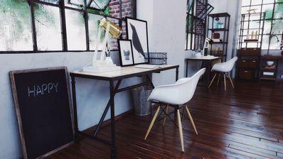 مدل مبلمان اداری مدرن صندلی تخته سیاه قاب عکس سطل آشغال چراغ مطالعه مک بوک گلدان میز چوبی شیشه ای دستگاه تایپ کامپیوتر آی مک قفسه