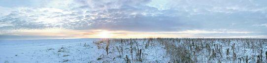عکس کیفیت بالا منظره دریا ساحل برف آسمان زمستان